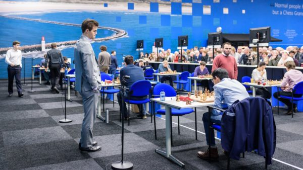 Magnus Carlsen podczas III rundy Tata Steel Chess Masters